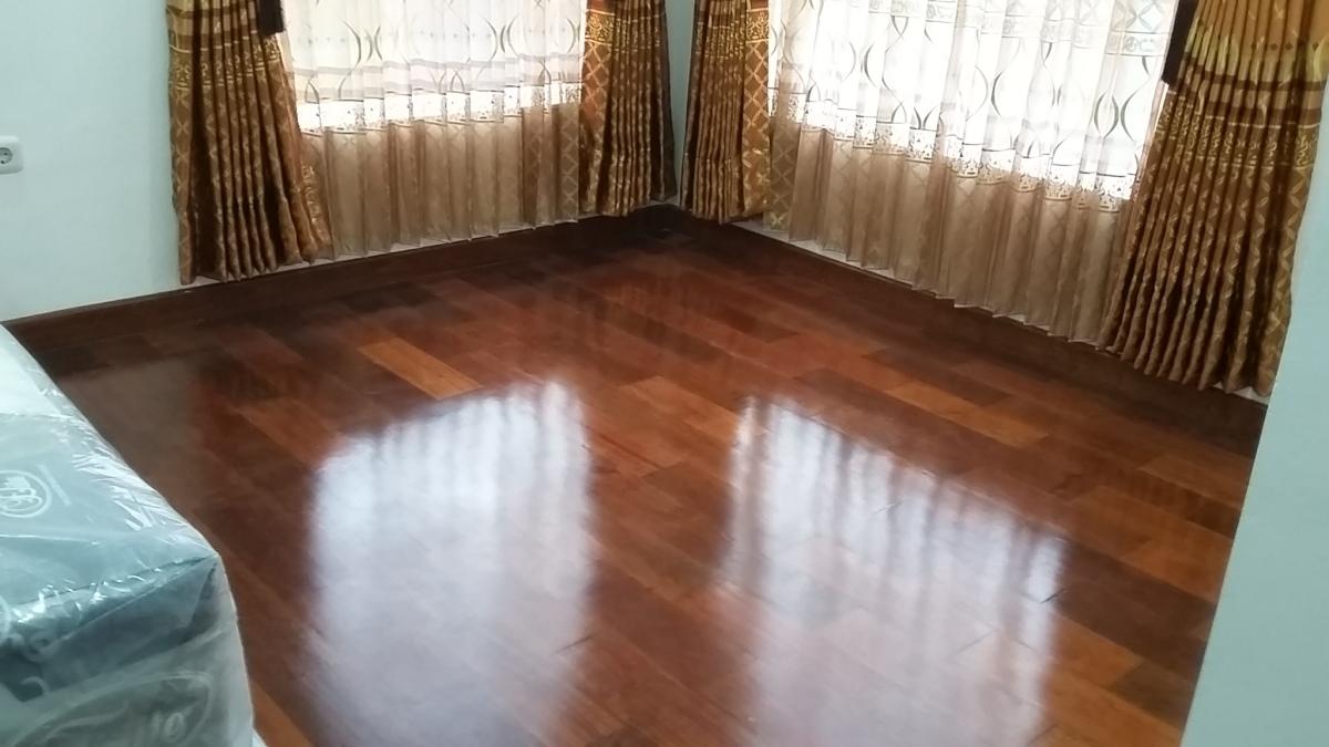 kelebihan lantai kayu dibanding lantai Keramik dan granit ...