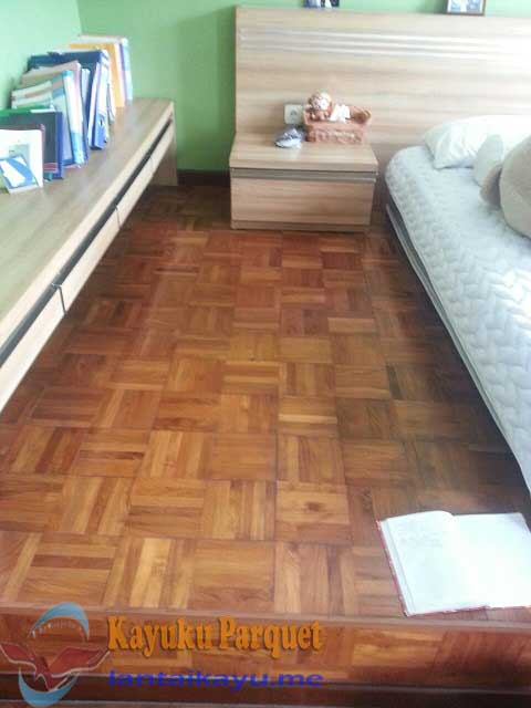 pemasangan lantai kayu mzoaik jati