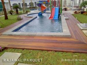 lantai kayu kolam