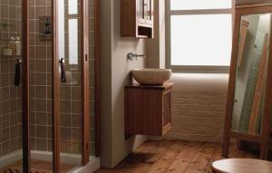 kayu lantai kamar mandi