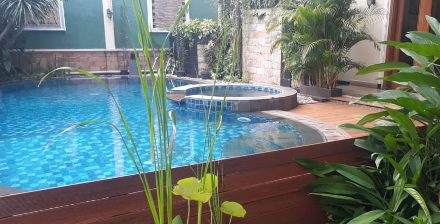 decking kayu kolam renang